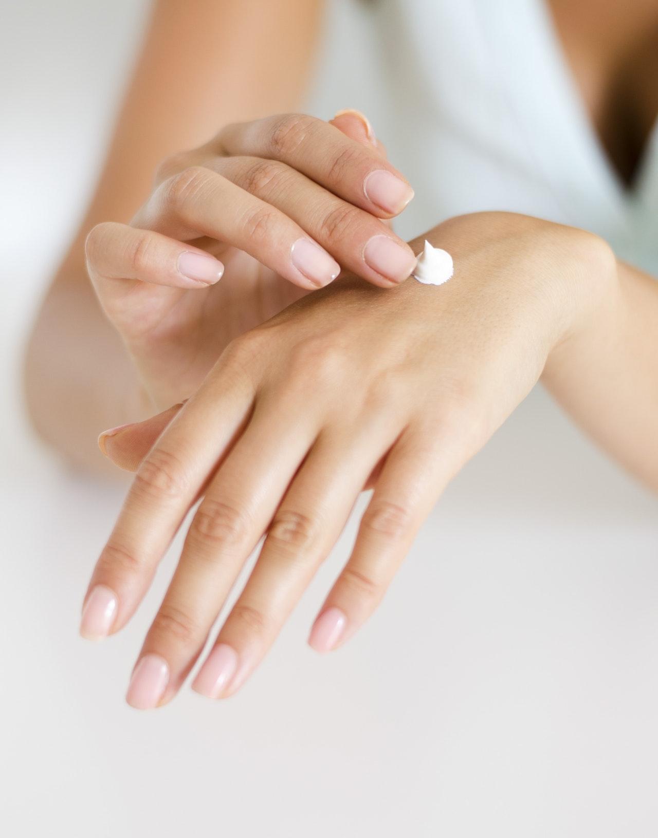 Como cuidar das suas mãos e das suas unhas? Cuidado adequado em casa e no salão